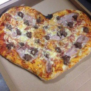 Sabro Pizza & Grill pizza
