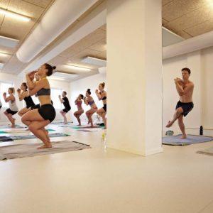 Hot-Yoga-Århus-fælles-yoga.jpg