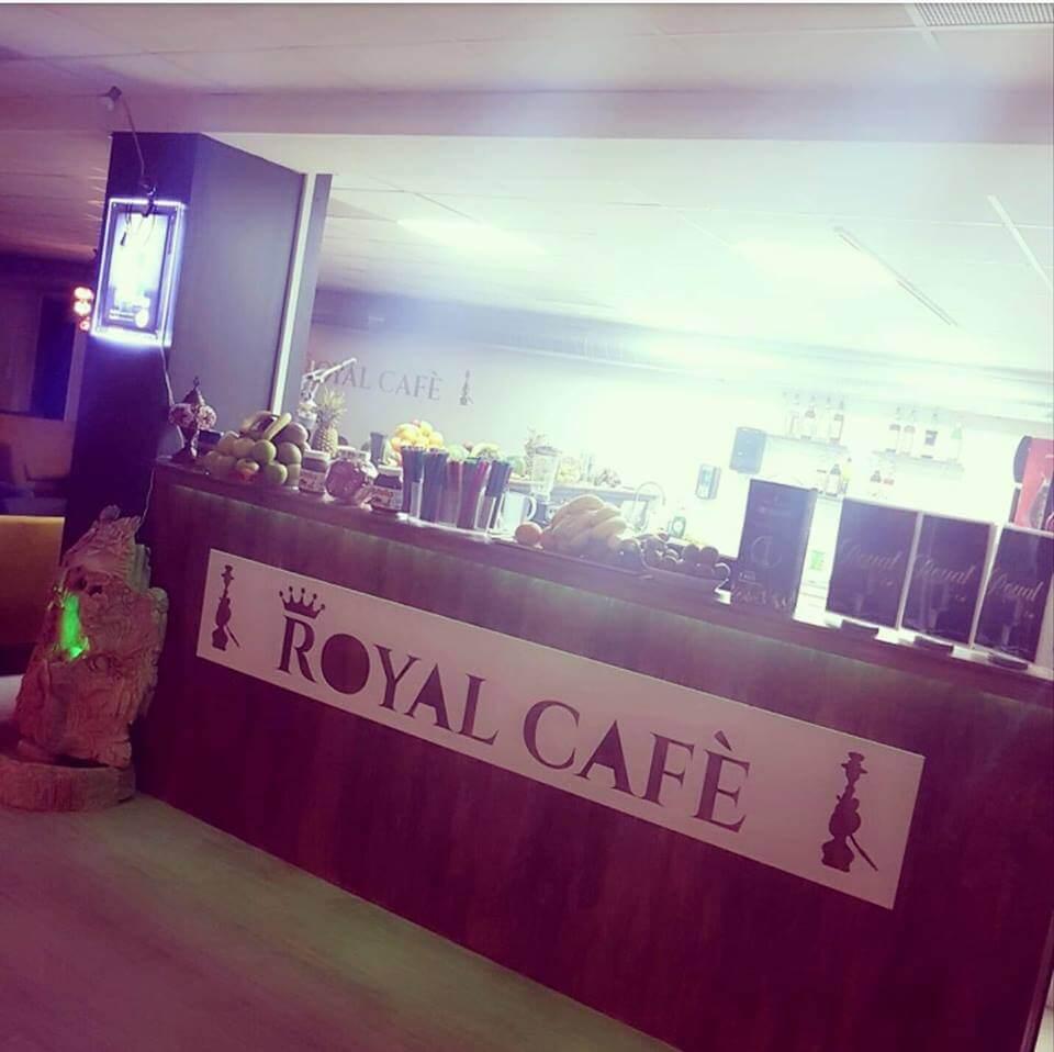 Royal-Lounge-Café-vandpiber.jpg